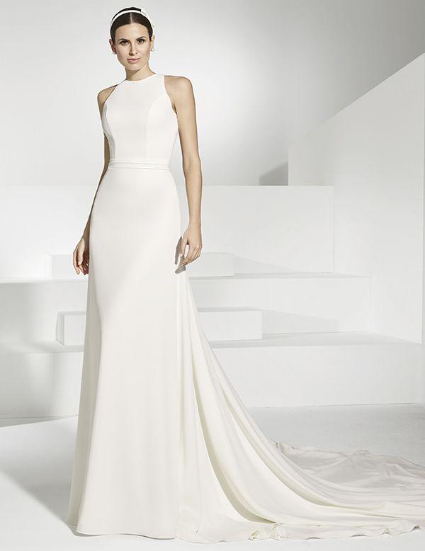 ref. 6 vestido de novia en crep. cuerpo de escote cruzado y cinturón