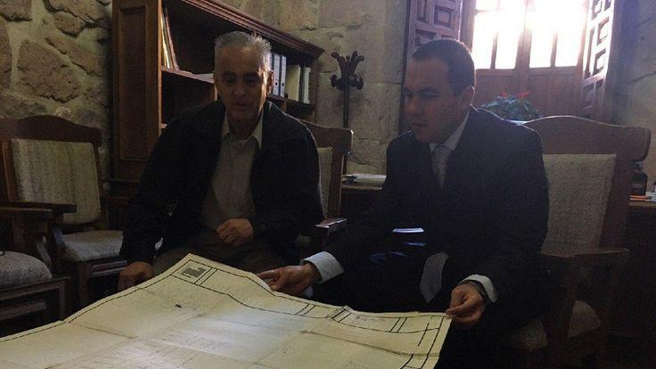 El secretario del Ayuntamiento de Morelia, Jesús Ávalos Plata, sostuvo una reunión con el delegado de la Corett en Michoacán, Ramón Ponce Ponce, con el objetivo estrechar lazos y fortalecer ...