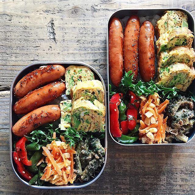 Bento box featuring grilled sausage, tamagoyaki, bell pepper kinpira, & carrot salad