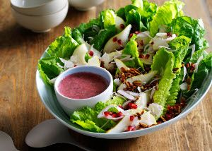 Big Summer Salad with Caramelized Pumpkinseeds, Pears, and Pomegranate → Discover the recipe by clicking on image