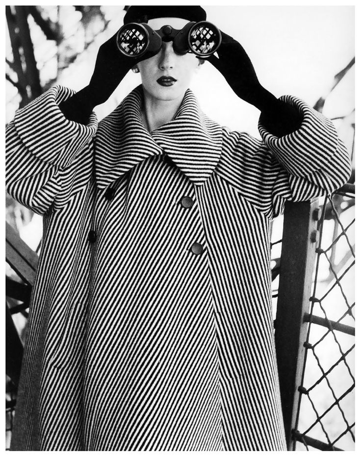 Dovima at the Eiffel Tower (coat by Balenciaga). Photographed by Richard Avedon, August 1950.