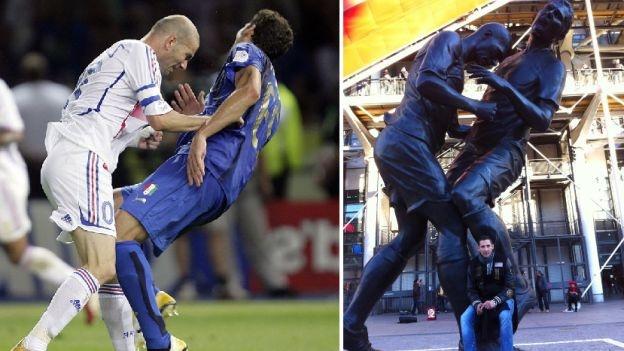 Marco #Materazzi posó con la estatua del cabezazo que recibió de Zinedine #Zidane . #Depor