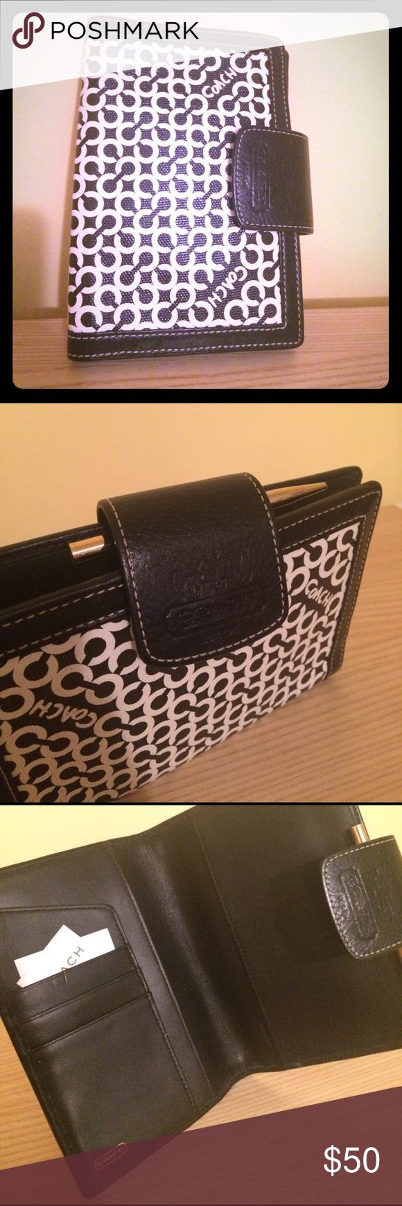 Coach planner cover Super cute planner, black and white Coach pattern, great size to stick in your purse! Does not include the current calendar year insert. Original pen included, very gently used, would make an amazing gift! Coach Other