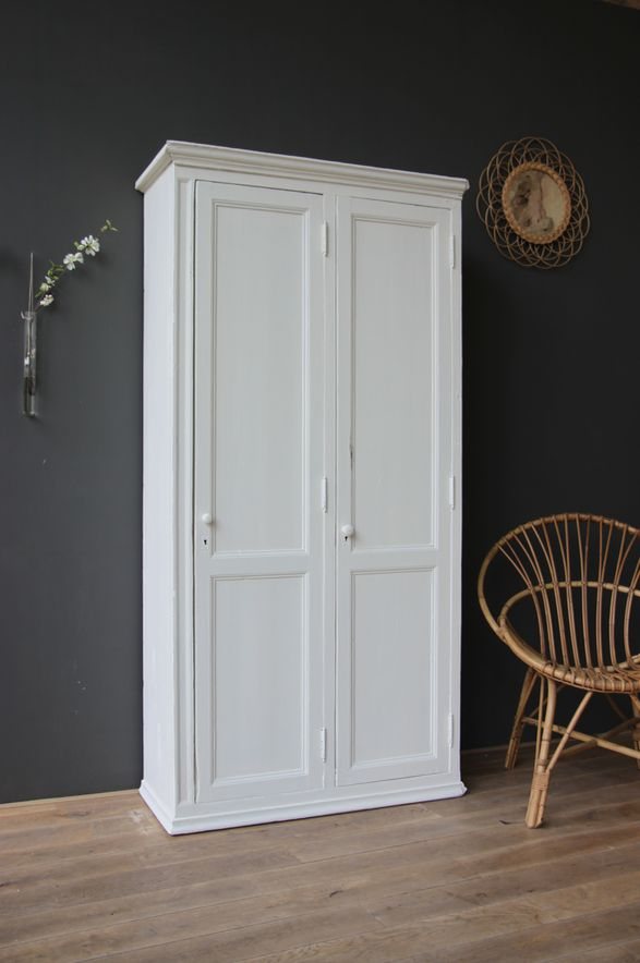 25 best ideas about armoire blanche on pinterest for Armoire penderie pour entree