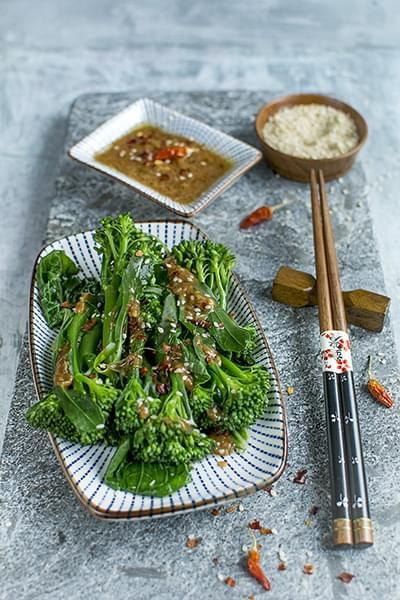 Si vous ne trouvez pas de brocoli chinois, remplacez-les par des asperges,  brocoli, brocolini ou bok choy. 246498edfcc