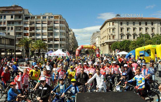 Pescara Bicincittà: in migliaia hanno pedalato in libertà tra le vie cittadine