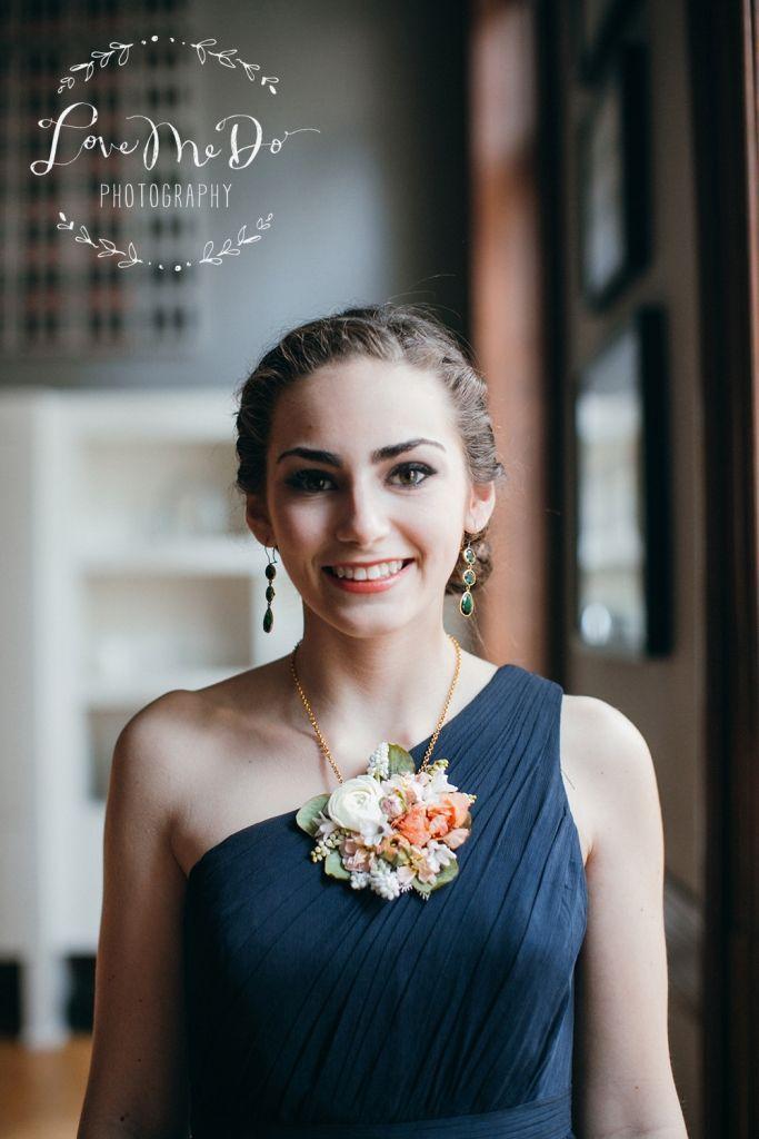 10 Unique & Creative Bridesmaid Bouquet Alternatives - Flower Necklace