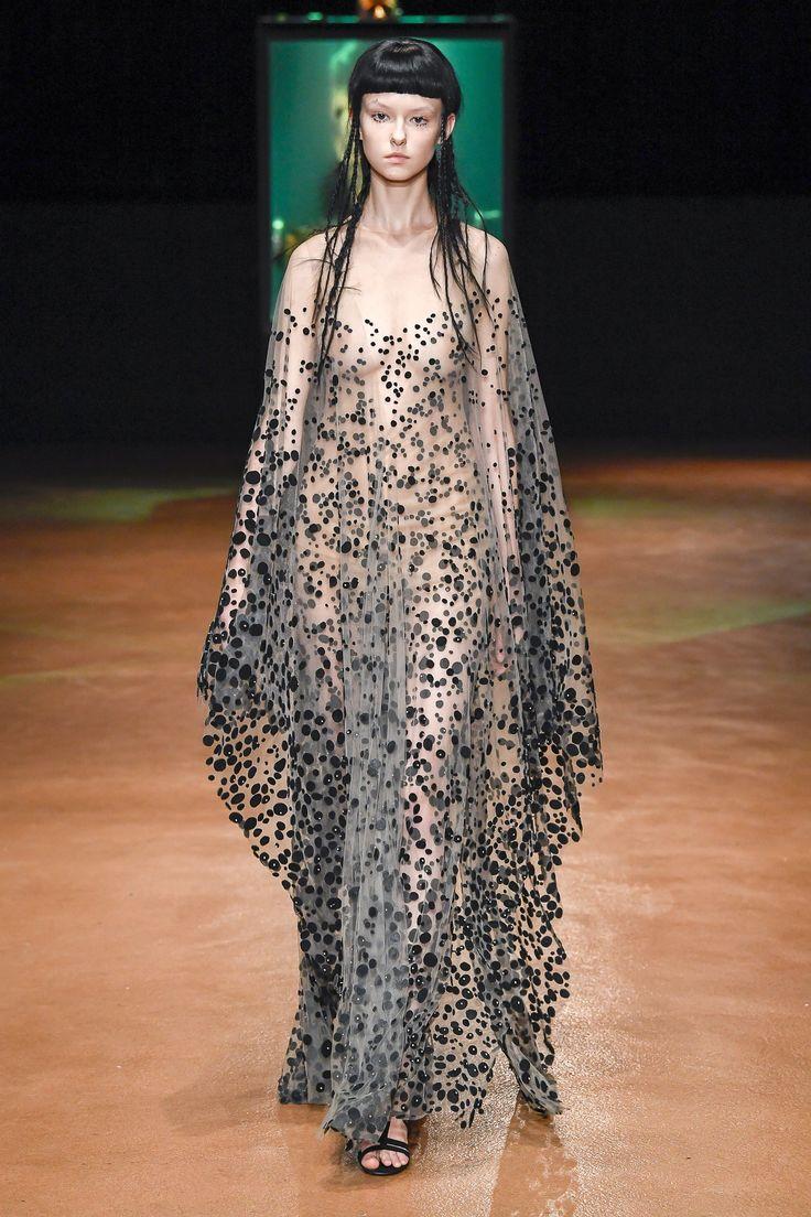 Iris van Herpen Fall 2017 Couture Collection Photos - Vogue