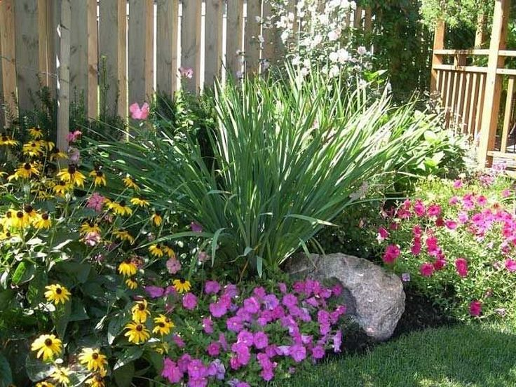 Nice 40+ Awesome Low Maintenance Front Yard Landscaping Ideas https://gardenmagz.com/40-awesome-low-maintenance-front-yard-landscaping-ideas/