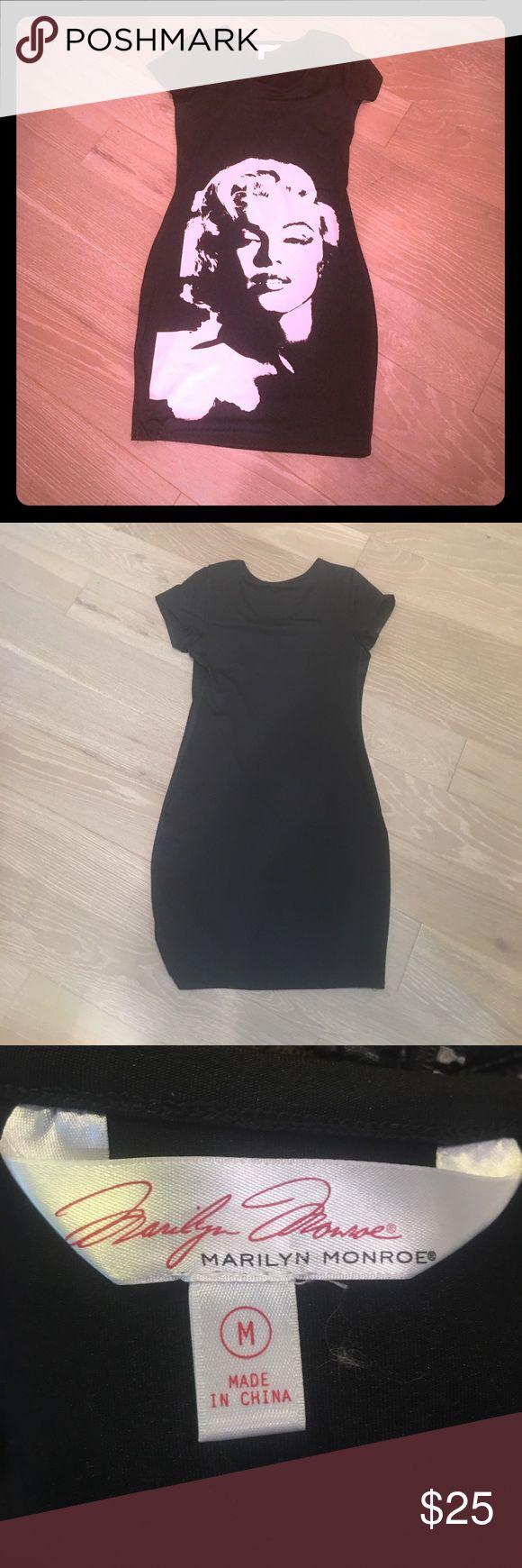 Marilyn Monroe form dress Black curve hugger! Fun for spring and summer! marilyn monroe Dresses Midi