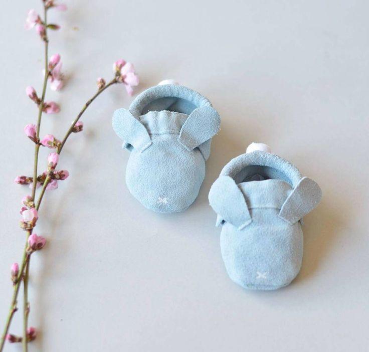 Fresh czyli błękit  Już niebawem u nas w sklepie i u @nastopki.pl  . . #minimalanimal #moccasins #babymoccasins #leathershoes #babyshoes #leather #feet #little #mokasynki #małastópka #niechodki #buciki #petit #dladziecka #wyprawka #simple #minimal #deershoesshop #kapcie #zajaczki #kroliczki #hare #bunny #blue #springtime #springoutfit #ss17 #ester #wielkanoc