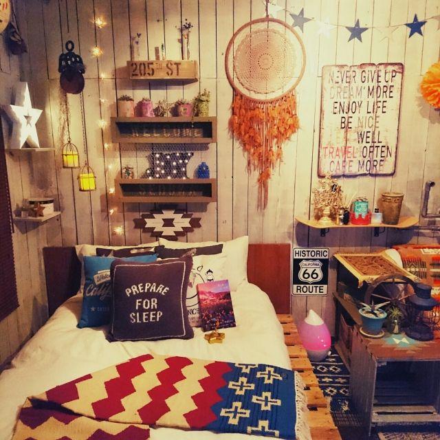 427klandさんの、ベッド周り,ボックス,宝物,キャニスター,ペンドルトン,パレット,アンティーク雑貨,オルテガ,星オブジェ,星ガーランド,いいね!コメントありがとうございます☆,マーキーライト,joyライト,星キャンドル✨,アンティーク雑貨✨,ピケのクッション,花と森の物語✨,のお部屋写真