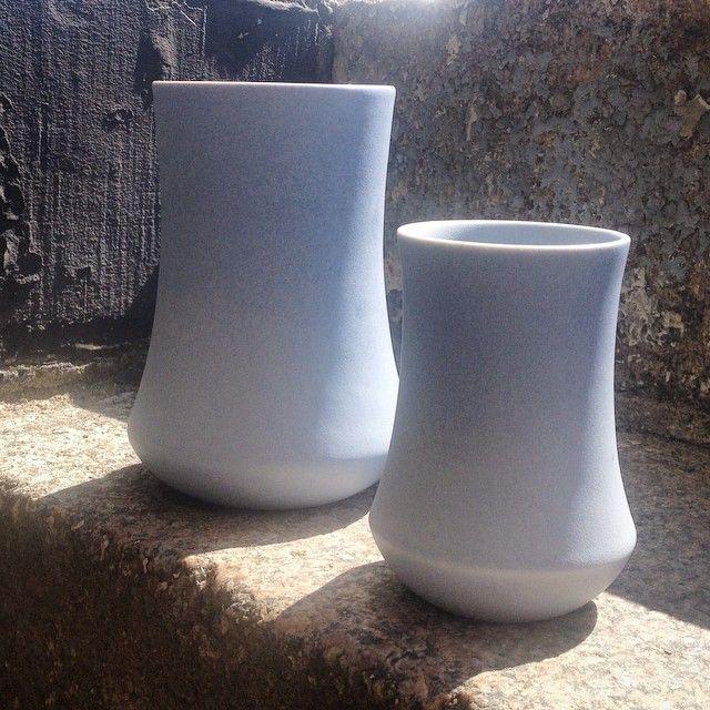 Nye sommerfarver på vaserne ☀️God Weekend! #vaser #vildersboll #kristinavildersbøll #keramik #blåttillyst
