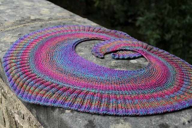 Best 25 Knit Scarves Ideas On Pinterest: Best 25+ Crescent Shawl Ideas On Pinterest