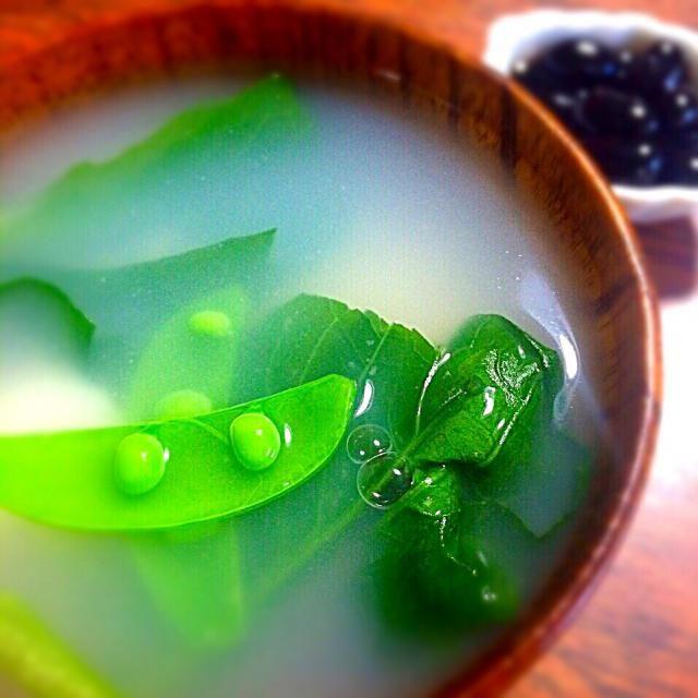 お出汁にこだわって、シンプルなすまし仕立て。具材も青菜とお餅だけのお雑煮です✨  両親が愛知なので、神戸に住みながら、名古屋のお雑煮を食べます。 シンプルで昔から大好き(^-^)! - 137件のもぐもぐ - 青菜のお雑煮 ♪ by angiee2014