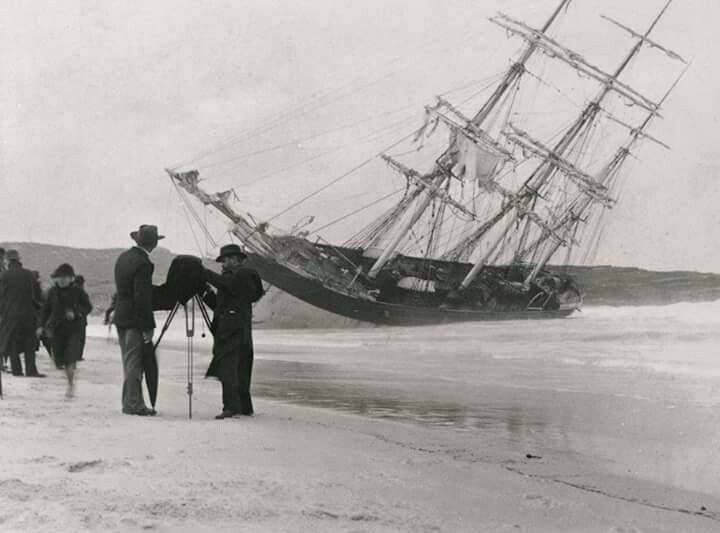 """Arthur Allen photograph of the clipper """"Hereward"""" wrecked on Maroubra Beach, South of Sydney on 7 May 1898.The ship stayed intact for months and was almost saved until a storm broke her up. Photo shared by the State Library of NSW. v@e"""