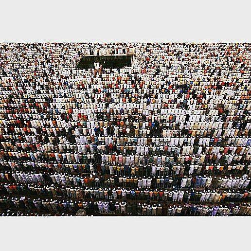Regram from @indianexpress  #Muslims offer #Eid namaz at the #JummaMasjid in #OldDelhi #India #Religion #Islam #dailylife #everydayindia #IncredibleIndia  #dfordelhi #delhi #picoftheday #instagram #vsco #photography