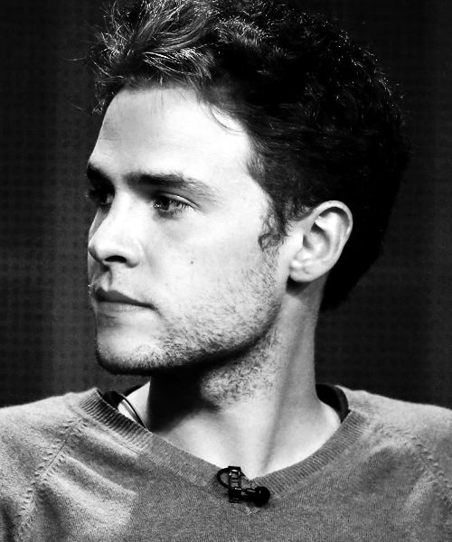 Iain De Caestecker. All of a sudden...the accent and the face and the glasses...
