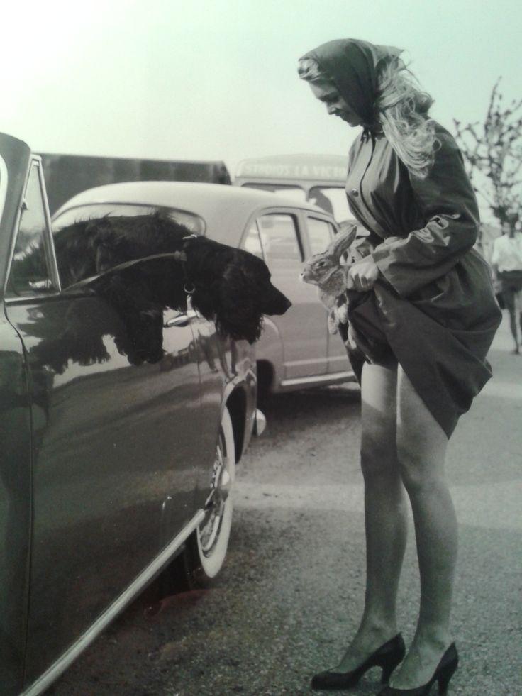Photographie de Brigitte Bardot, retirage. Signature et cachet de l'artiste au dos. Bientôt en vente sur atelier-xou.com
