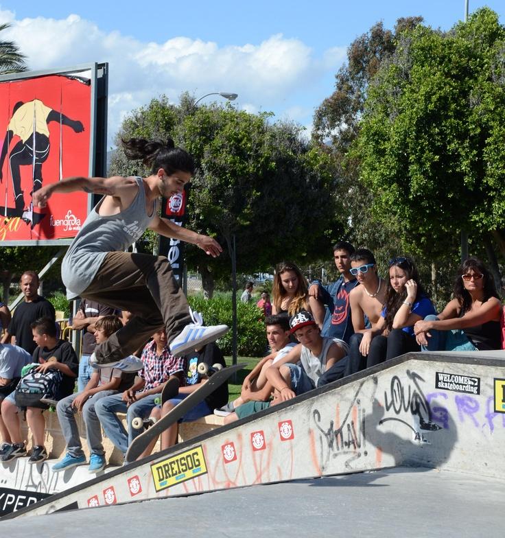 Fuengirola Skate Plaza is considered as one of the best skating spanish and european skating parks. It has hosted high level competitions... as well as TV ads shootings!  El Fuengirola Skate Plaza está considerado como uno de los mejores parques de skate a nivel nacional y europeo. Ya ha sido escenario de competiciones de alto nivel... ¡y también del rodaje de anuncios publicitarios!