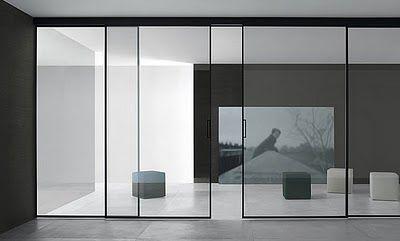 Los paneles correderos Velaria de Rimadesio son un atractivo sistema de paredes de cristal que permiten que la luz se filtre con facilidad en el interior de los ambientes y posibilitan una activa subdivisión de los espacios domésticos y de trabajo, con un resultado estético de alta calidad.  La estructura de aluminio anodizado está disponible en [...]