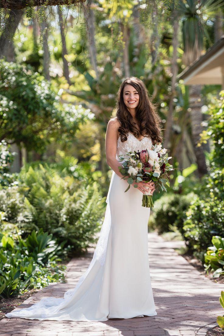 Simple elegant bridal style (Viera Photographics)