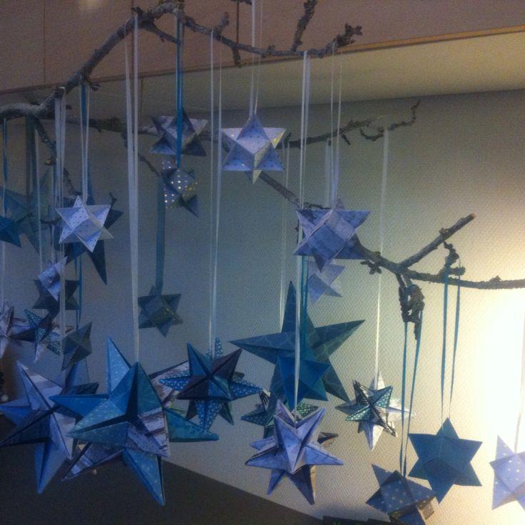 Div. isblå stjerner med sne på gren - det hele skal jo ikke kun være rødt til jul...
