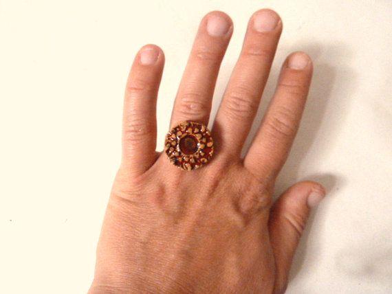 Ring worked in relief glazed ceramic red. Anello di LabLiu su Etsy, €15.00