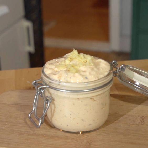 Gör egen laxsås på mindre än en minut - recept med endast 3 ingredienser. Lättlagat och väldigt gott!