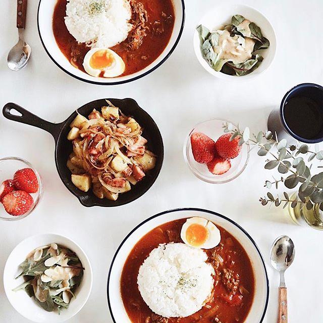 . 今日は来客があったのでハヤシライスを作った🍛🍅💭 半熟卵は失敗した🐣。。 卵料理って簡単そうで難しいのよね。 . #もやずきっちん #デリスタグラマー #lunch #delistagrammer #ハヤシライス