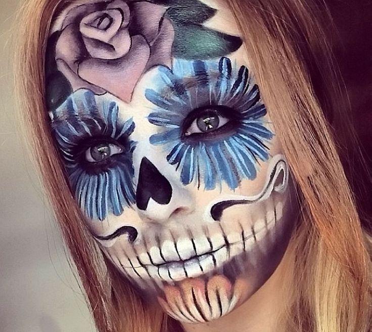♕Catrina♕ Maquillaje de fondo blanco, mandibula marcada, flor morada en la frente y ojos en azul ♥♥