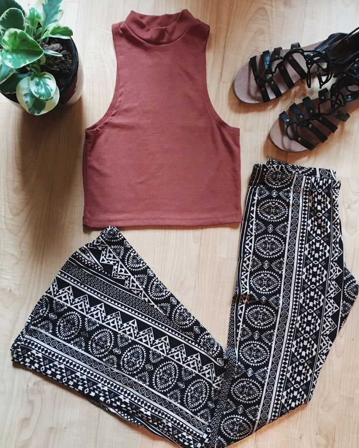 Tribal Print Bell Bottoms | Bell Bottom Outfit, Boho Spring Fashion, Bohemian Pants, 70s Fashion, Gypsy Fashion, Festival Outfit
