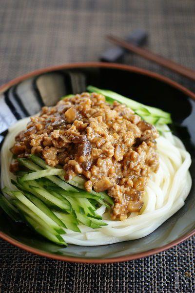 土用丑の日はウナギ以外にも「う」のつく食べ物を食べます♪「瓜」と「うどん」に、ビタミンB1が豊富な豚肉のジャージャー麺を使って、夏ばてせずに頑張りましょう~!