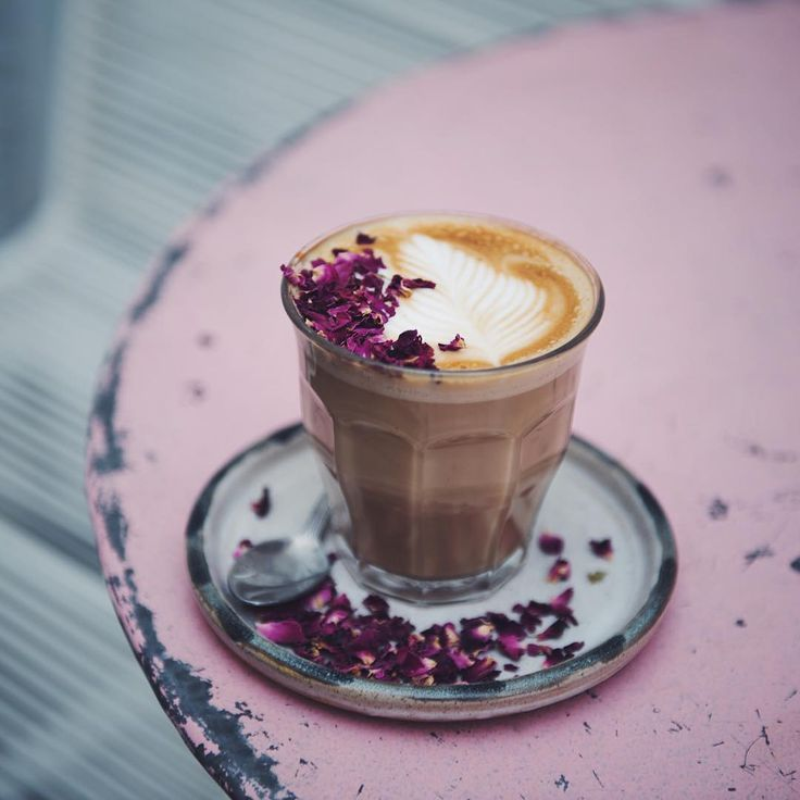 Rose latte at Farm Girl cafe  in Notting Hill. Photo by @peppyhere by londoncoffeeshops