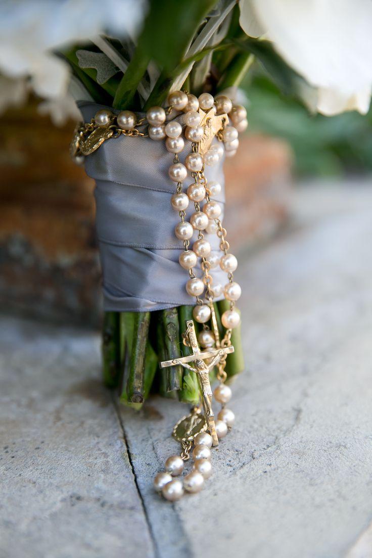Rosary wedding bouquet ideas #bouquetrosary @weddingchicks