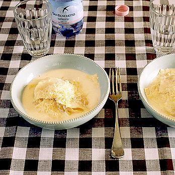 レタスクラブの簡単料理レシピ 具入りパスタにチーズクリームのコクが合います「ラビオリのチーズクリームソース」のレシピです。