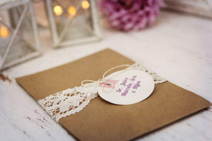 invitación de boda rustica con cierre en encaje y cabuya