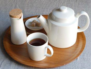 イッタラの有名な四角い食器をデザインしたKaj Franck(カイ・フランク)のTeema(ティーマ)シリーズのティーポット。