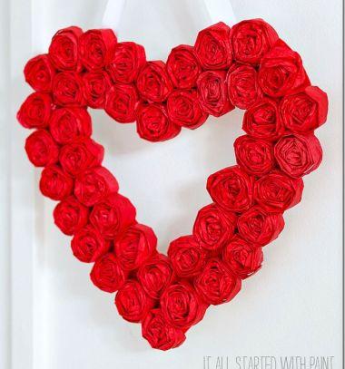 Szív alakú Valentin napi (vagy esküvői) koszorú papír rózsákkal / Mindy -  kreatív ötletek és dekorációk minden napra