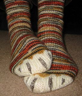 ...natural and then you go back and duplicate stitch the arch shape with the tiger stripe yarn. The claws are duplicate stitched using a grey-beige, slightly heavier yarn, so that they stand up a bit from the surface of the sock.