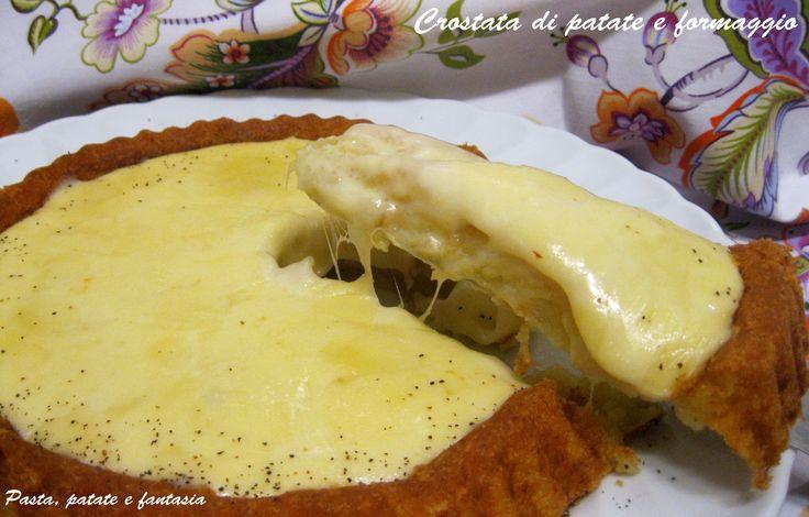 Questa crostata di patate con formaggio è una vera delizia. Semplicissima da preparare, è un secondo piatto gustosissimo. L'impasto è senza uova e leggero..