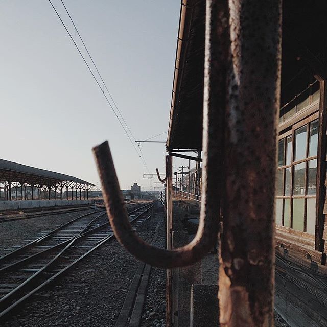#vs #vsco #vscocam #vscoturkey #sky #sun #day #daylight #mavi #blue #iron #train #railway #photo #photography #photographer #sanat #art #travel #traveller #travelgram http://tipsrazzi.com/ipost/1509356797662728937/?code=BTyUAK0AhLp