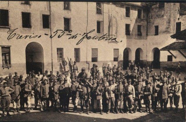"""Foto di gruppo in Via Canova a Treviso  Immagini - 55° Reggimento Fanteria """"Marche"""""""