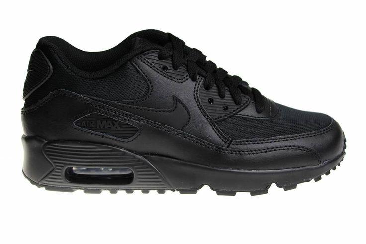 """Prachtige Nike Air Max 90 Mesh (GS) in het """"helemaal zwart"""". Ook bekend als de Nike Air Max 90 """"Triple Black"""". Uitgebracht in uniseks kindermaten."""