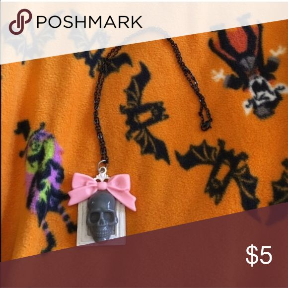 💀skull necklace💀 -Items do come from a pet friendly home (1dog-1cat) in case anyone is allergic and needs to know! Jewelry Necklaces