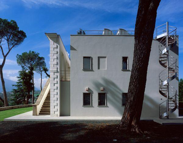 Modern Italian Villa Design With Spiral Stairs Http