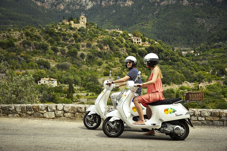 Feel the wind in your hair with an exciting adventure around Mallorca on board a Vespa!