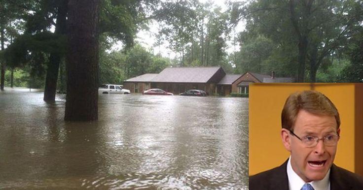 Pastor que diz que Deus pune gays com desastres naturais tem casa destruída por inundação Tony Perkins teve que deixar casa numa canoa; para ele, enchentes punem casamento gay e aborto.