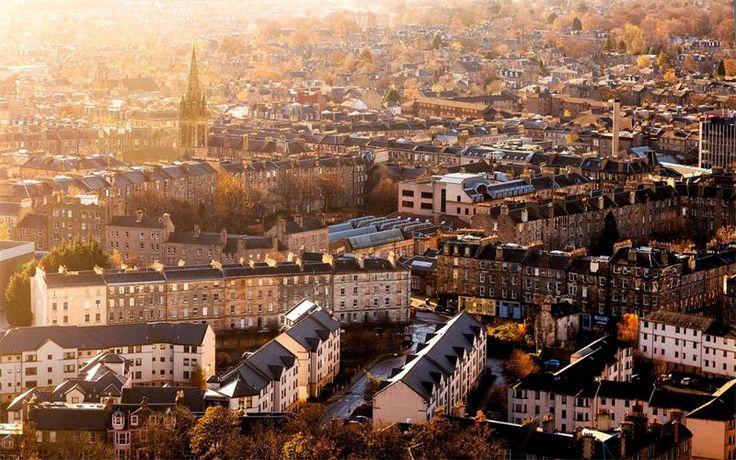 Эдинбург, Шотландия. Город Эдинбург расположен на восточном побережье Шотландии у берегов залива Ферт-оф-Форт. В наши дни столица Шотландии является одним из самых красивых  городов в мире. Часть горо...