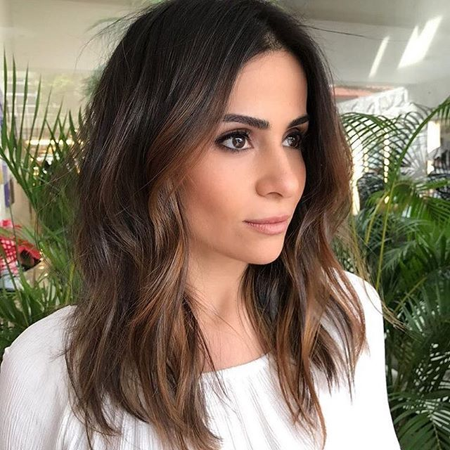 "By @romeufelipe. Que tal as mechas na cor ""canela"" e ""avelã"" para a bela @shinebraga? Aprovado!? #creativesalon #romeufelipecreativesalon #fashion #brunette #inspire #inspiration #picoftheday #castanhoiluminado #trend #photooftheday #beauty #pretty #awesome #nice #hair #hairstyle #lights #perfecthair #makeup #natural #romeufelipe #rfcs #summer #vemverao"